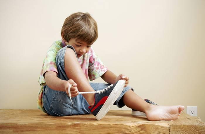 TIPS για να φοράει εύκολα τις κάλτσες του