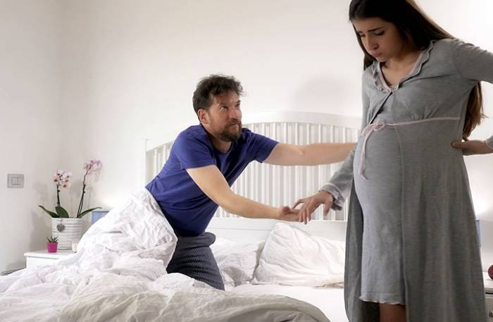είμαι έγκυος και με απατά