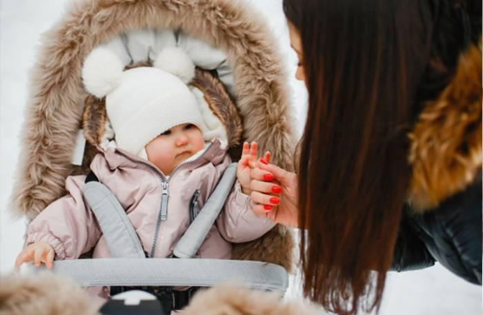 Πώς να ντύσετε το παιδί σας όταν έχει πολύ κρύο