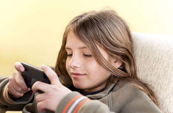 Πότε μπορεί το παιδί να αποκτήσει το πρώτο του κινητό