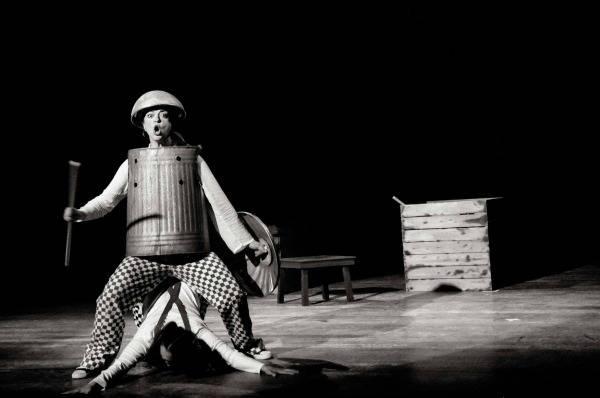 «ΔΟΝ ΚΙΧΩΤΕΣ»στο Θέατρο Αλκμήνη