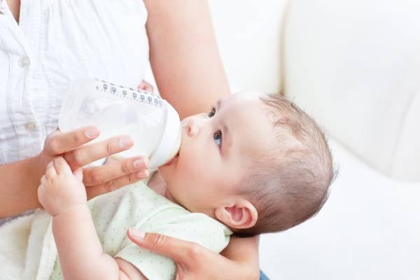 Τα βασικά της σίτισης του μωρού από μπουκάλι