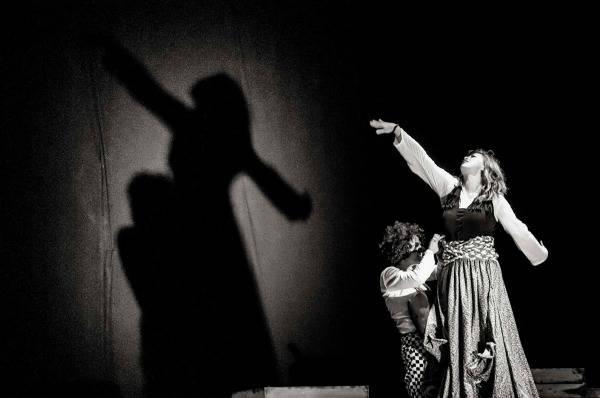 «ΔΟΝ ΚΙΧΩΤΕΣ» στο Θέατρο Αλκμήνη