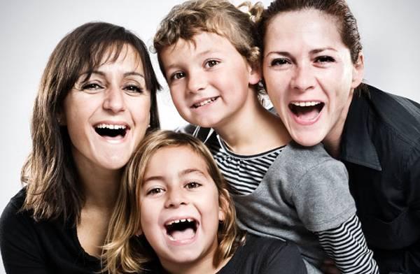 Υιοθεσία παιδιού από ομόφυλα ζευγάρια
