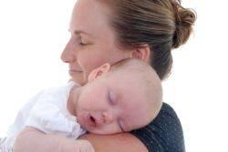 Γιατί η μητρική αγκαλιά ηρεμεί το μωρό.