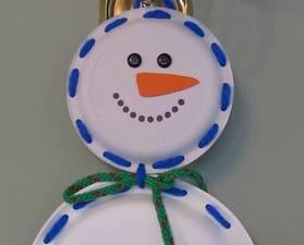 Χιονάνθρωπος από χάρτινο πιάτο