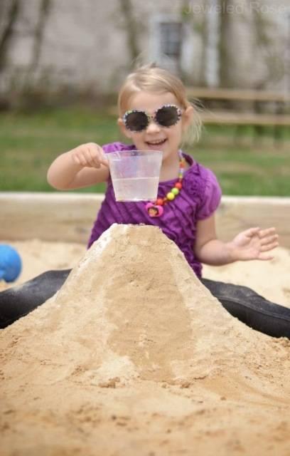 Καλοκαιρινές δραστηριότητες για παιδιά: Ηφαίστειο από άμμο!