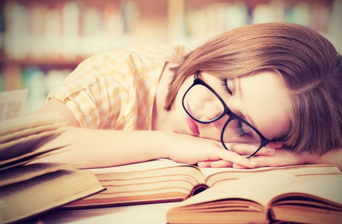 Εφηβεία και ύπνος: Γιατί οι έφηβοι δεν κοιμούνται πολύ;