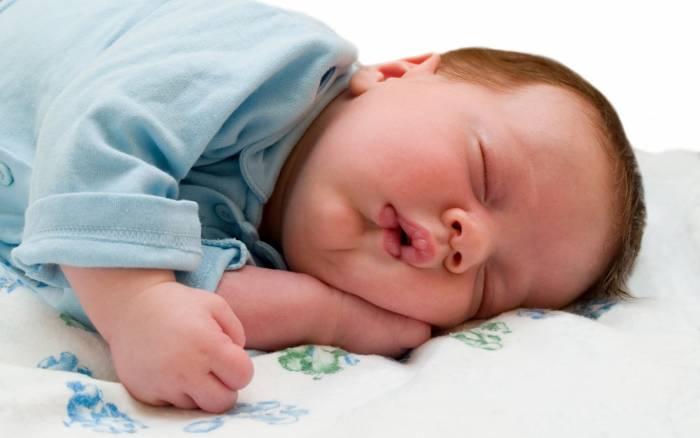 Πώς να κρατήσετε το μωρό δροσερό κατά την διάρκεια του ύπνου.
