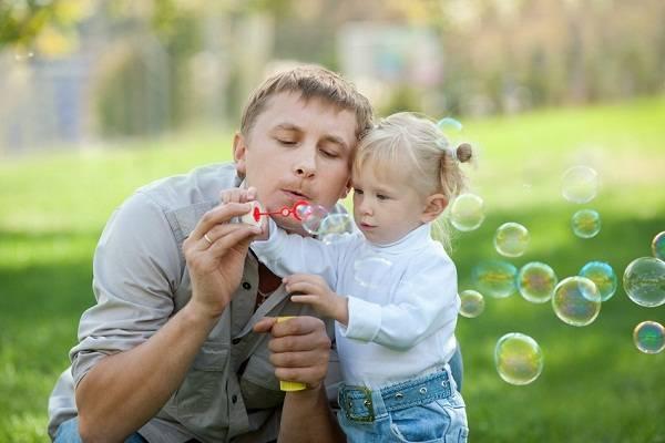 8 «διαφορετικοί» τρόποι για να σταματήσει το μωρό σας να κλαίει!
