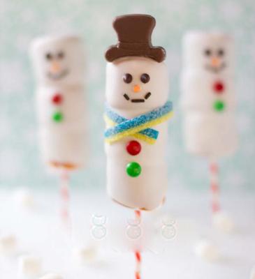 Χιονάνθρωπος από marshmallow με σοκολάτα και καραμέλα