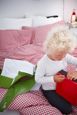 Ντύστε το σπίτι σας ζεστά και τα φετινά Χριστούγεννα με προϊόντα από την ΙΚΕΑ