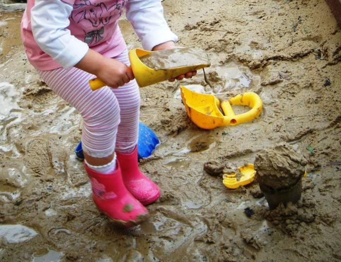 Παιδί και παιχνίδι: τι κρύβει η περίεργη συμπεριφορά του παιδιού σας.