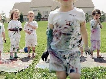 Καθαρίστε τα ακρυλικά χρώματα από τα ρούχα