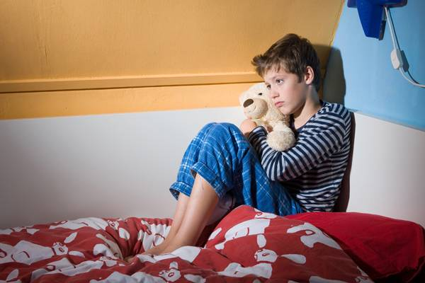 Πώς να βοηθήσετε τα παιδιά να μην βρέχουν το κρεβάτι