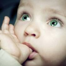 Είναι φυσιολογικό που το μικρό μου εξακολουθεί να πιπιλά τον αντίχειρά του;
