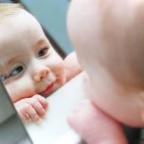 Αναγνωρίζουν τα μωρά τον εαυτό τους στον καθρέφτη;