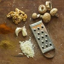 Πως να καθαρίσετε αποτελεσματικά τον τρίφτη τυριού