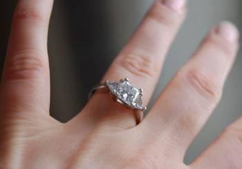 Μονόπετρα δαχτυλίδια