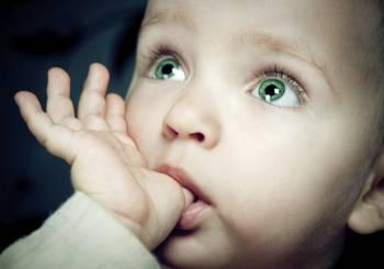 Όταν το μωρό πιπιλάει τον αντίχειρα του