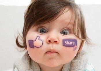 Φωτογραφίες του μωρού στο facebook.
