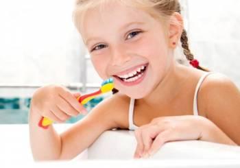 Τα τρόφιμα και τα ποτά που μπορούν να κάνουν κακό στα δόντια των παιδιών