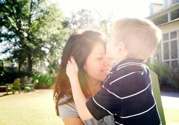 Είσαι το «αγαπημένο» παιδί της μαμάς;