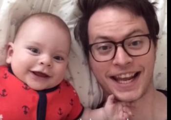 Ένα βίντεο από τον μπαμπά στη μαμά