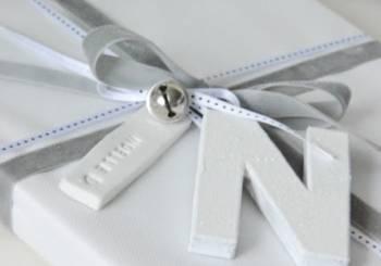 Ξεχωριστές χειροποίητες μπομπονιέρες: Γράμμα από πηλό
