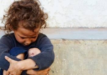 Ανατριχιαστικό «Κωσταλέξι» στη Λάρισα με 6χρονο κοριτσάκι! Ζούσε σε μια τρώγλη με σκουπίδια και κατσαρίδες