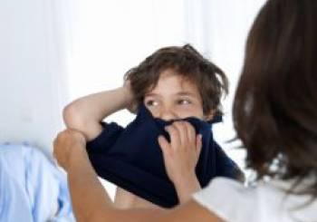 Τι πρέπει να κάνω όταν το παιδί μου αρνείται να ντυθεί το πρωί;
