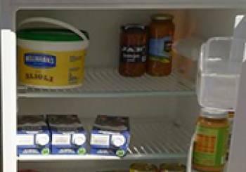 Κοινόχρηστο ψυγείο για τους άστεγους