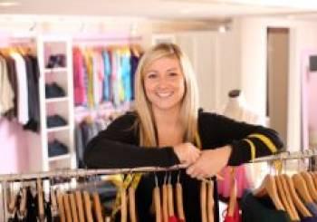 Όμορφα ντυμένη στην εργασία μου χωρίς να ξοδέψω μια περιουσία για  ρούχα εγκυμοσύνης.