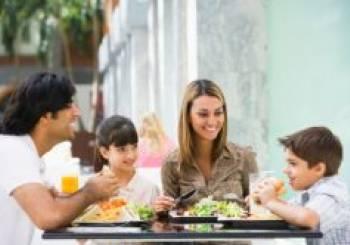 Πώς να δειπνήσετε έξω με τα παιδιά… και να το απολαύσετε! (ηλικία 2 έως 4 ετών)