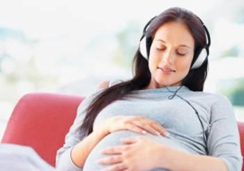 Ακοή εμβρύου. Πότε και τι μπορεί να ακούσει το μωράκι σας;