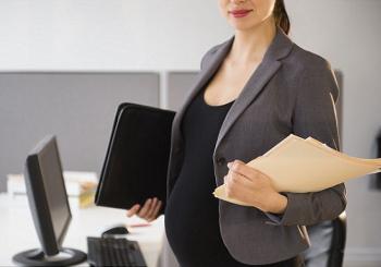 H γκαρνταρόμπα της εργαζόμενης μέλλουσας μητέρας