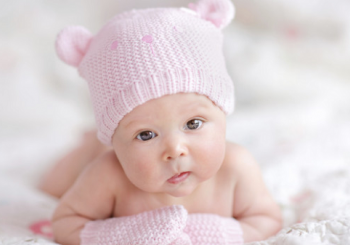 Βοηθήστε το νεογέννητο μωράκι σας να χαρεί τα διαστήματα που μένει πλέον ξύπνιο