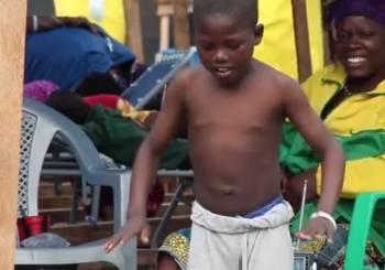 Νίκησε τον Έμπολα χορεύοντας
