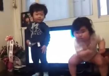 Όταν τα παιδιά ξεκινάνε το χορό, κανείς δεν τους σταματά!