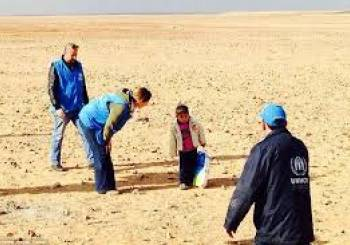 Παιδί περιπλανιόταν στην έρημο μόνο του...