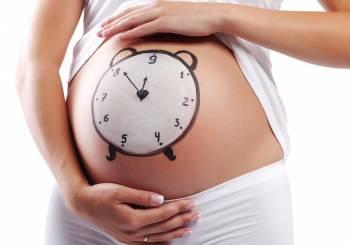 Μία στις 4 γυναίκες στην Ελλάδα γίνεται μαμά μετά τα 35.