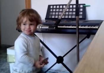 Ο Luca αγαπάει τα blues...
