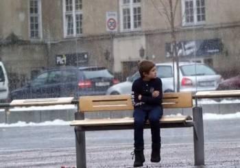 Ένα παιδί κρυώνει. Εσύ, τι θα έκανες;