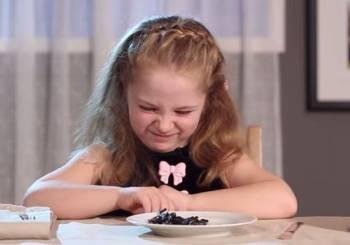 Παιδιά δοκιμάζουν gourmet φαγητά