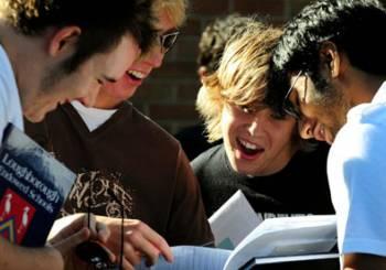 Αυξημένες οι βάσεις των δημοφιλών ΑΕΙ. Αρχές Ιουλίου οι βαθμολογίες στα σχολεία