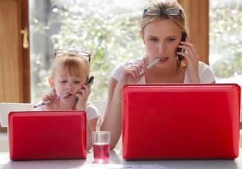 Εργασία από το σπίτι: 5 τρόποι να εξισορροπήσετε παιδιά και εργασία