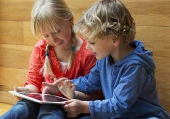 Μειωμένος ο ύπνος των παιδιών που έχουν smartphones στο δωμάτιό τους