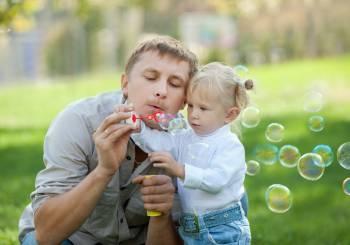 Γιατί τα παιδιά χρειάζονται τον μπαμπά τους