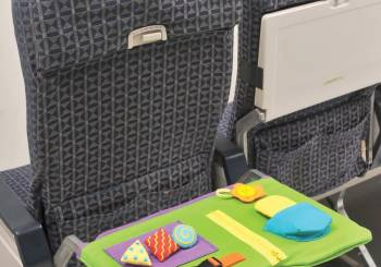 Παιδιά στο αεροπλάνο: δραστηριότητες για να απασχοληθούν καθ' όλη την διάρκεια του ταξιδιού