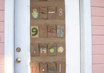 Ημερολόγιο Χριστουγέννων στην πόρτα